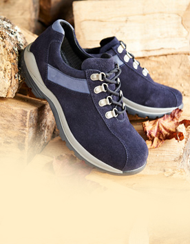 NEW!! HIKING BOOTS IN 6V